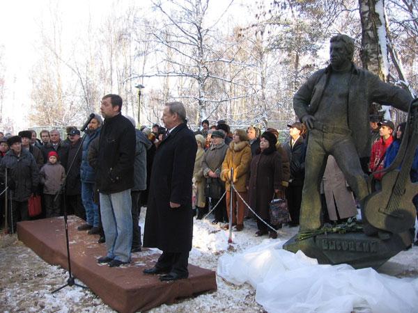 Путин предложил провести молодежный фестиваль авторской песни вдоме Высоцкого