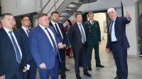 Александр Шишов проводит экскурсию по заводу Гранат Биотех